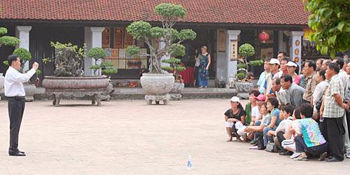 Touristen im Literaturtempel